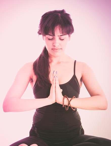 La meditación es el camino a la paz interior.