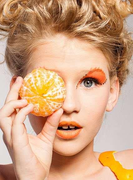 Complemente su tono de piel con un lindo maquillaje.