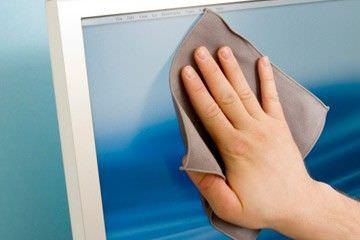 limpiando pantalla de portátil
