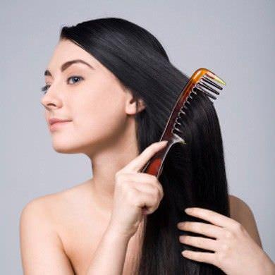 mujer con pelo largo y suave