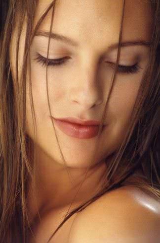 mujer con cara limpia