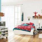 dormitorio decorado con colores