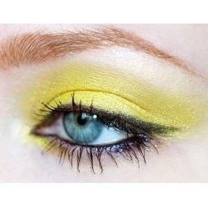 como-crear-un estilo-ahumado-con-amarillo-y-negro1