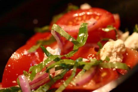Como hacer ensalada de tomate cebolla roja alcaparras y puerro