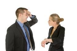Como lidiar con los empleados que llegan tarde a una reunion