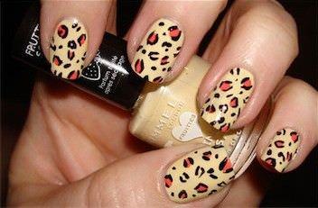 Como hacer un diseno de leopardo en las unas1