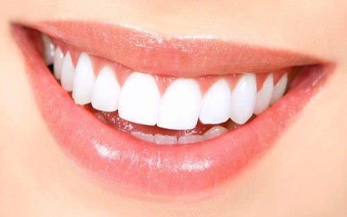 5 de los mejores remedios caseros para tener dientes blancos
