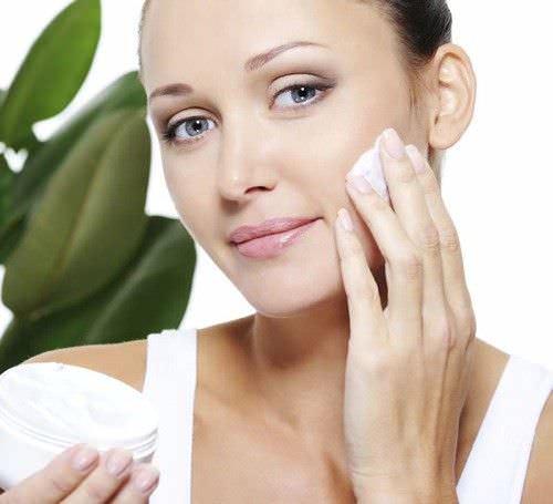 Cuidado facial para la piel grasa