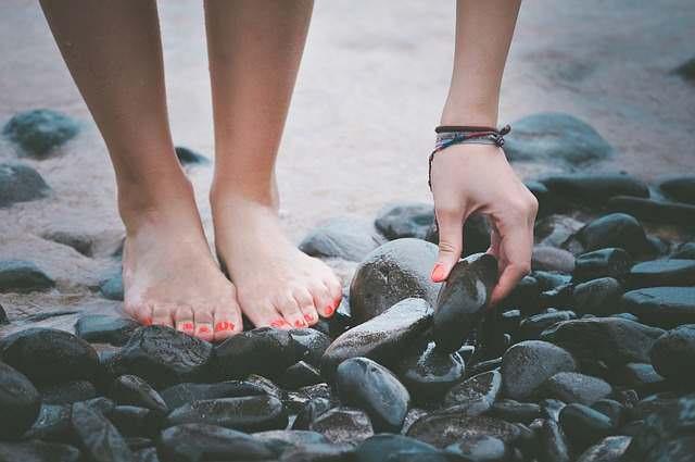 Cuide sus pies con estos sencillos consejos.