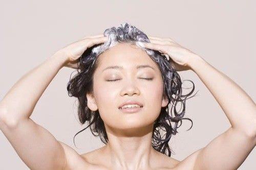 5 Formas de quitar el tinte de pelo