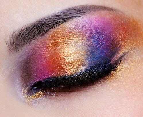 Sombra de ojos que complementa el color de los ojos