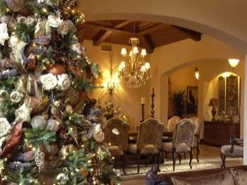 15 Christmas Tree Decorating Ideas4