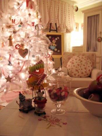 15 Christmas Tree Decorating Ideas9