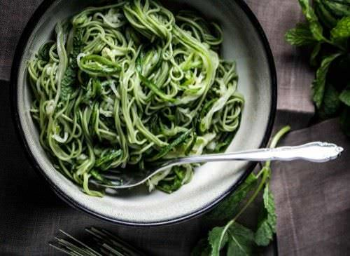 Pasta con Pesto y Te Verde