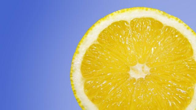 El limón es una excelente alternativa al cloro.