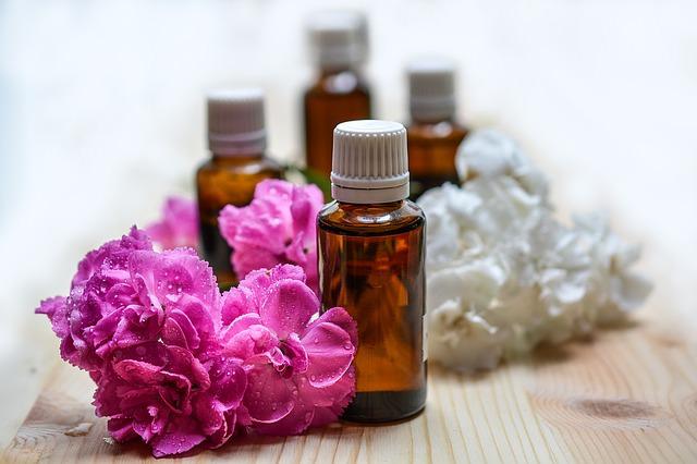 Los aceites esenciales son un remedios natural y efectivo contra las manchas.