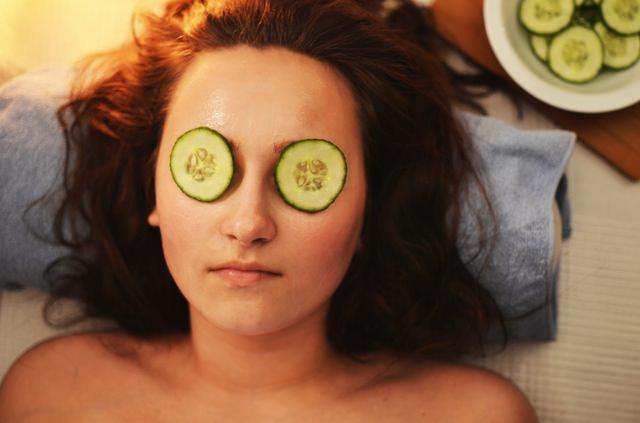 Una rutina diaria de cuidado de la piel es esencial para su salud.